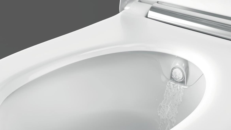Rinçage du bras de la douchette Geberit AquaClean Sela