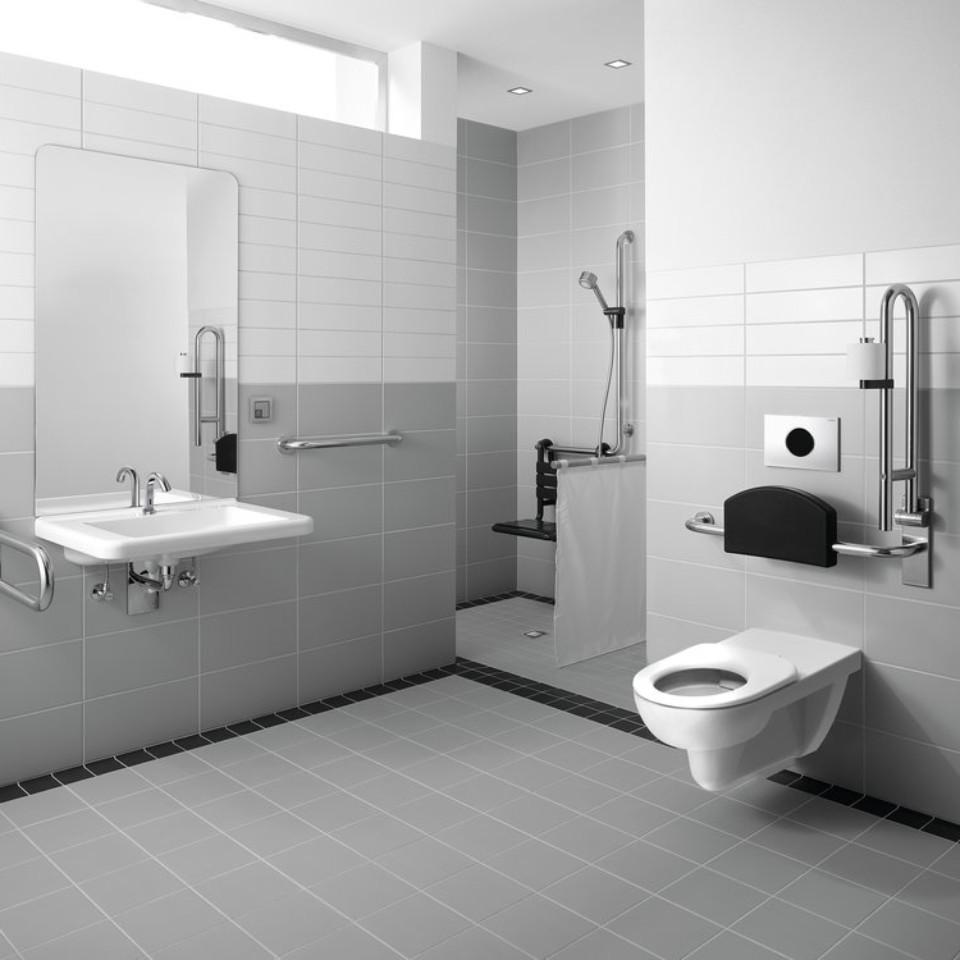 Salle de bain Geberit Renova Comfort avec WC, lavabo et baignoire